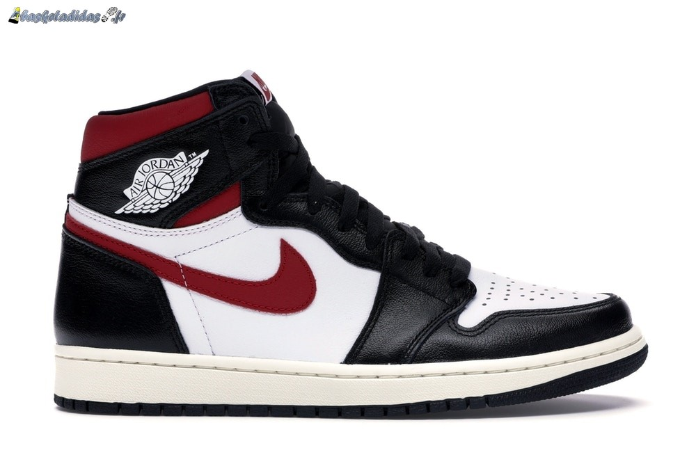 Chaussure de Basket Air Jordan 1 High Retro Noir Rouge (555088-061)