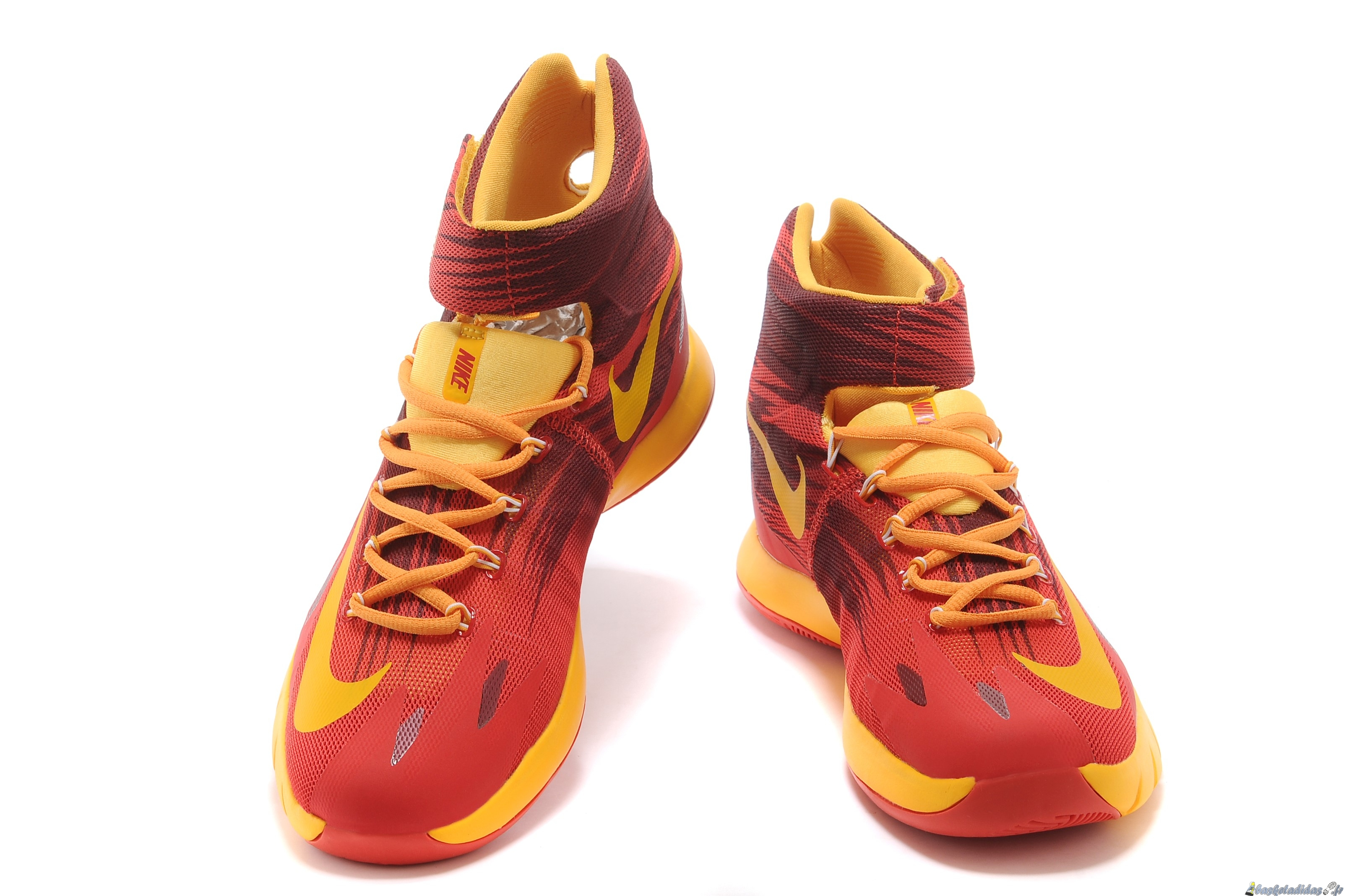 pretty nice e2127 8e1d3 Chaussure de Basket Nike Zoom Hyperrev Kyrie Irving Homme Rouge Jaune ...